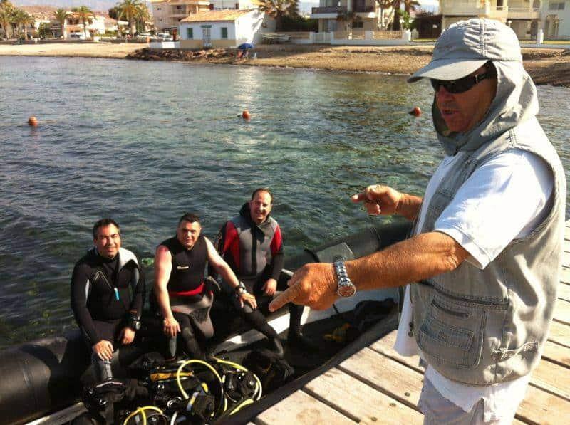 Club de buceo la Almadraba Cursos | Bucear en calabardina